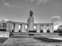 <h2>Soviet War Memorial (Tiergarten)</h2><p></p>